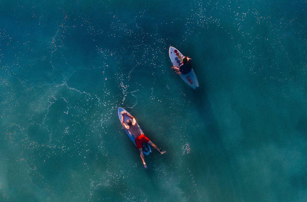 safe practice waves for beginner surfers